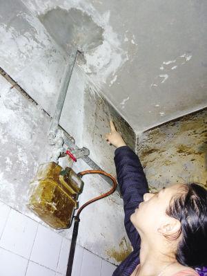 下水道管子堵塞 二楼封马桶三楼厨房地板凿个洞