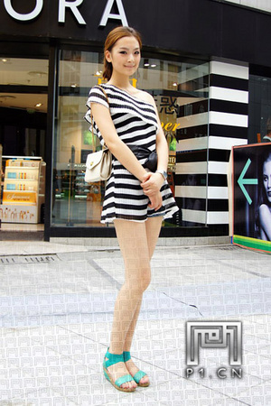 重庆美女街拍:打望是一种乐趣