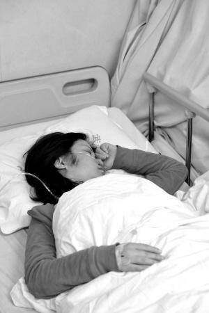 昨日,南岸区,任女士仍在医院接受治疗  本报记者胡健摄
