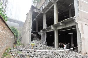 九龙坡区奥园康城B区,开发商将负二、负三层的墙体挖掉了一部分