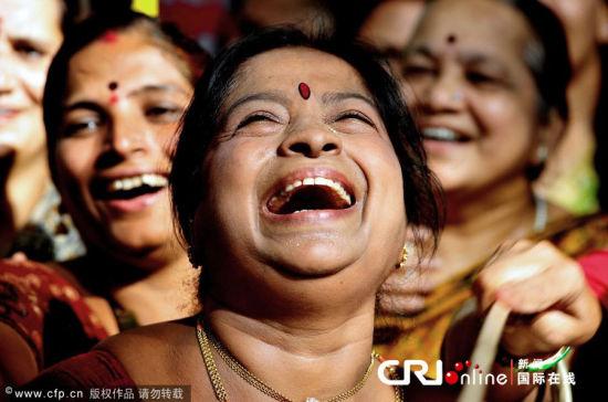世界各地民众欢笑迎接世界大笑日到来