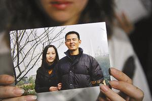 这是2002年吴斌与妻子的合影