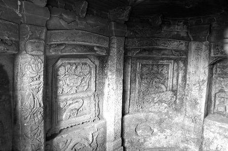 墓室内的雕刻