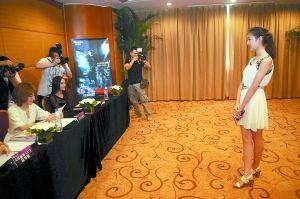 昨日,佳丽宝瑞丽第10届封面模特大赛重庆赛区举行选拔面试。 重庆晨报记者 李斌 摄