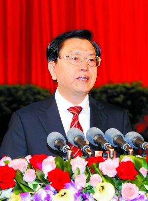 6月18日,张德江同志在市第四次党代会开幕式上,代表中共重庆市第三届委员会作报告。(重庆日报图)