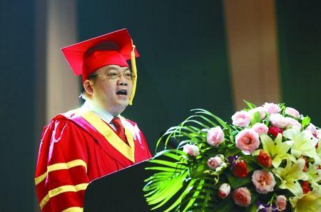 昨日,工商大学,校长杨继瑞在2012届学生毕业典礼上演讲