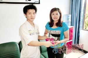 武隆县,张雄捡到王女士的钱包,并交还于她,让王女士非常感激