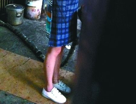 鞋子:经典三叶草 700元网友指出