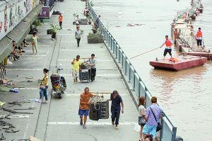 洪水直逼南滨路 昨晚8点起交通管制