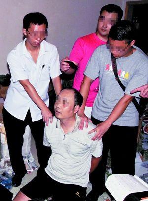 昨日凌晨,九龙坡警方抓获犯罪嫌疑人