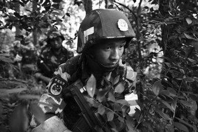 昨日,武警重庆总队调集兵力,开始进入歌乐山一带山脉,搜捕枪案疑犯。