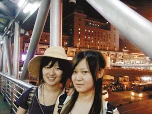 刘宇佳(左)和吴静