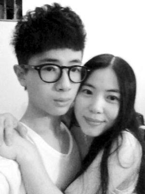 """王纪庭的妈妈被网友称为""""不老仙妈"""" 图片来自网络"""