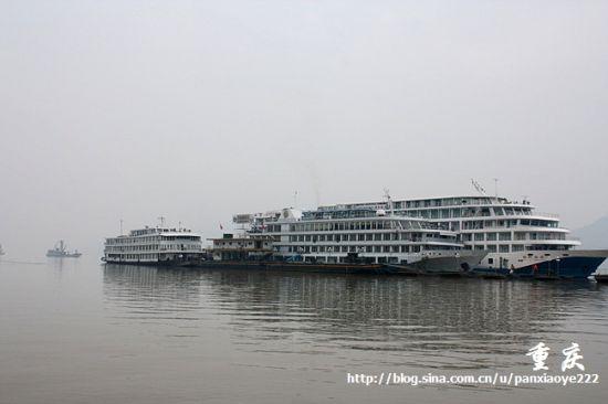 长江上的游船