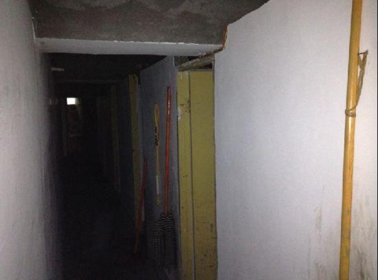 第三间房过道