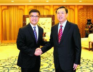2012年9月24日,中共中央政治局委员、国务院副总理、重庆市委书记张德江会见美国驻华大使骆家辉。(