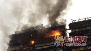 昨日,黄桷坪,一民房突发火灾,火势较大并迅速将楼上引燃