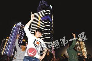 江南style坝坝舞让观音桥步行街夜晚热力四射