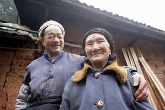 爱情天梯主人公主刘国江与徐朝清。(资料图)