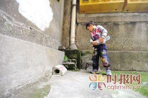 杨家坪劳动村,5岁的想想把投放在这里的老鼠药当成瓜子吃了,经过治疗后已无大碍