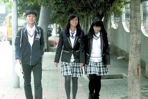 网上热传的巴蜀中学校服。