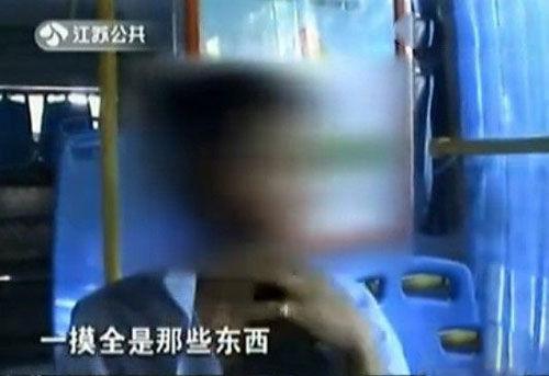 """男子公交车上自慰 将""""体液""""喷于女子头发"""