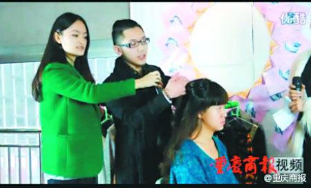 汤俊在指导女生如何打扮