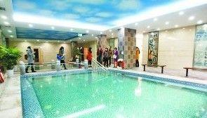 免费为老人服务的水疗中心。