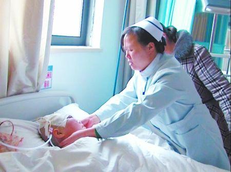 陈绍贞在医院接受治疗 通讯员 沈兵 记者 吴珊 摄