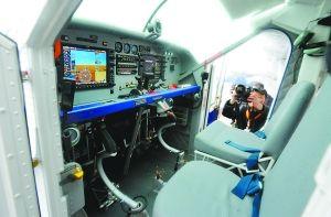 晨报记者获许登上皮拉图斯PC-6飞机乘员舱体验。本版图/重庆晨报记者 杨新宇 摄