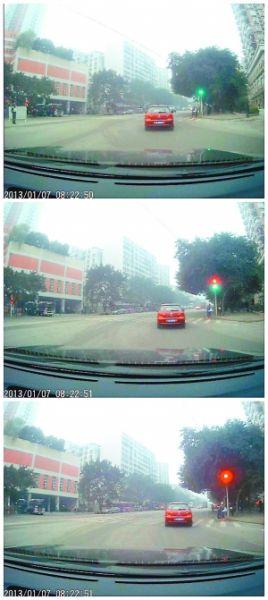 网友行车记录仪显示,上午8点22分50秒,路口是绿灯。没有黄灯,一秒钟内绿灯变红灯。
