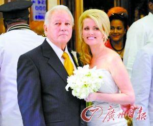 二00一年,埃德文和特里娜举行婚礼。