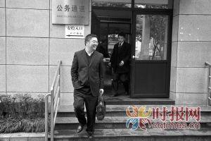 庭前会议结束后,张贵英的律师姚飞走出法院