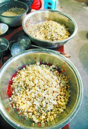 熬制腊八粥必须配置的薏仁、百合等。