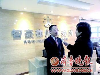 不雅视频女主角赵红霞被捕,赵红霞的辩护律师、重庆智豪律师事务所主任张智勇接受本报记者采访。