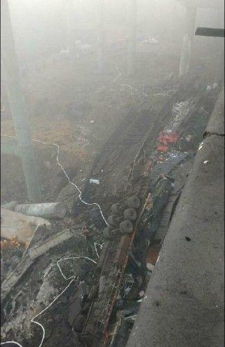 河南义昌大桥发生坍塌已致26人死亡(图)