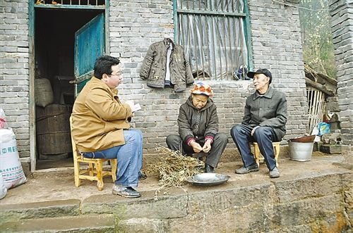 两位老人告诉记者,早日入住新房是他们多年的愿望