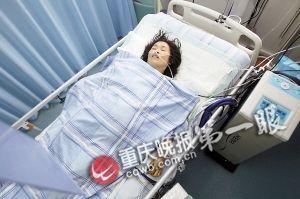 受伤的孕妇正在医院接受救治