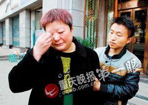 儿子突然离去,母亲十分伤心。