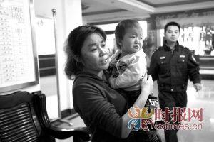 龙溪派出所,奶奶抱着满是委屈要找妈妈的雅雅