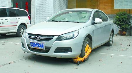 违章车已被警方扣留 通讯员 张钰晗 摄