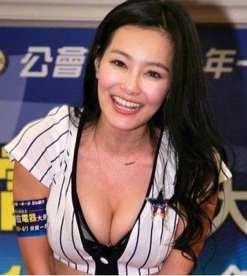 王思佳穿棒球装火辣亮相