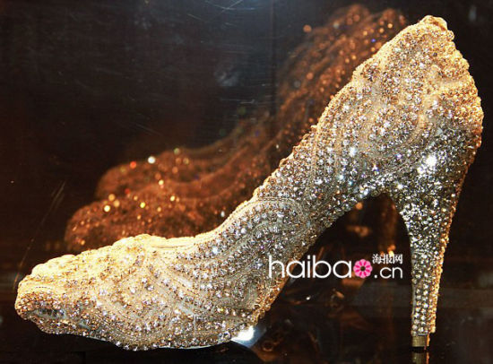目前全世界最贵的鞋子 全钻石打造 新高清图片