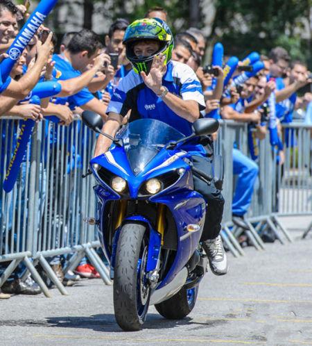 MotoGP 罗西 马不停蹄到巴西进行宣传_重庆车