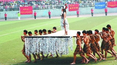 """西南大学外语学院学生们跳起热情奔放的非洲舞 拍客""""lena""""供图"""