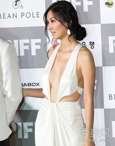 全素妍-韩女星狂秀爆乳 网友直呼触目惊心图片