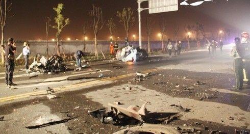 浙江温州奥迪车与挂车相撞7死1伤车祸现场