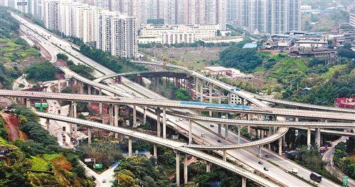被喻为重庆主城最大最复杂的立交——南岸区弹子石黄桷湾立交。