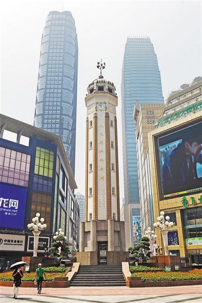 解放碑每年元旦,渝中区的解放碑,无疑是全市最热闹的地方:零...