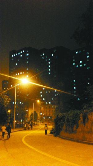 宿舍楼的灯光,也是一种表达爱的方式。